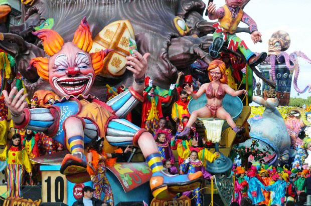 Carnevale Di Putignano 2014 Carri Sfilate E Divertimento